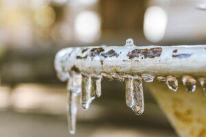水道管が凍結するとどうなる?発生しがちなトラブルと対処法
