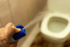 トイレの便器から臭いトラブル!解決する方法は?