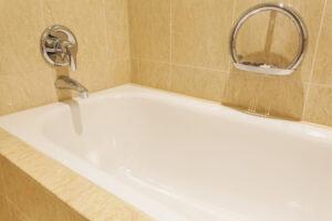 水の出や流れが悪い!浴室での蛇口や排水口の詰まりの原因とは?