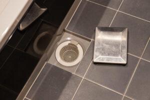 お風呂の水はけが悪い!排水口の詰まりの原因と対処法