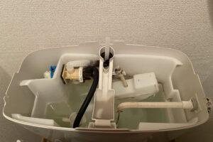 トイレのタンクから水漏れ!原因の突き止め方や解決方法を紹介