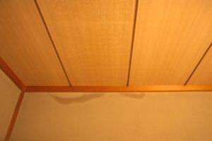キッチン床の水漏れはなぜ起きる?冷静に対処するための基礎知識を紹介