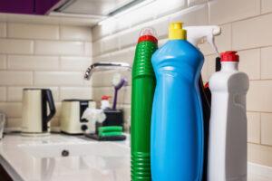 シンクの水が流れない!キッチン排水口の詰まりの原因や解消法は?