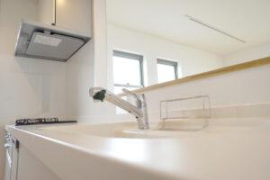 台所(キッチン)から出る水の濁りや水漏れのトラブルを解消する方法