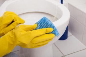 トイレの汚れは自力で解決できるの?掃除と予防法について