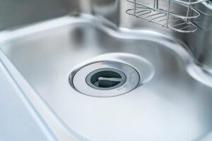 キッチンの排水溝がくさい!嫌な臭いの原因と対策をご紹介!