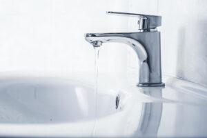 これを知れば焦る必要なし!洗面所の水が濁る原因と対処法
