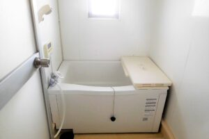 お風呂の排水口が詰まる原因と対処方法について