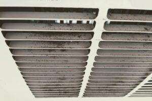 お風呂の水栓から水漏れ発生!セルフ修理の第一歩「止水栓」の場所と回し方