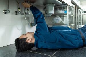 排水管の水漏れ修理にはどのくらいかかる?相場や注意点をご紹介
