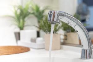 洗面所の水漏れに気づいたら!チェックすべき箇所と対処法を紹介