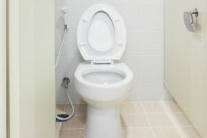 トイレの排水管から水が漏れているときの対処法と注意点