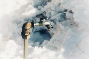 冬場に水が出なくなる?凍結の可能性と危険性を解説!